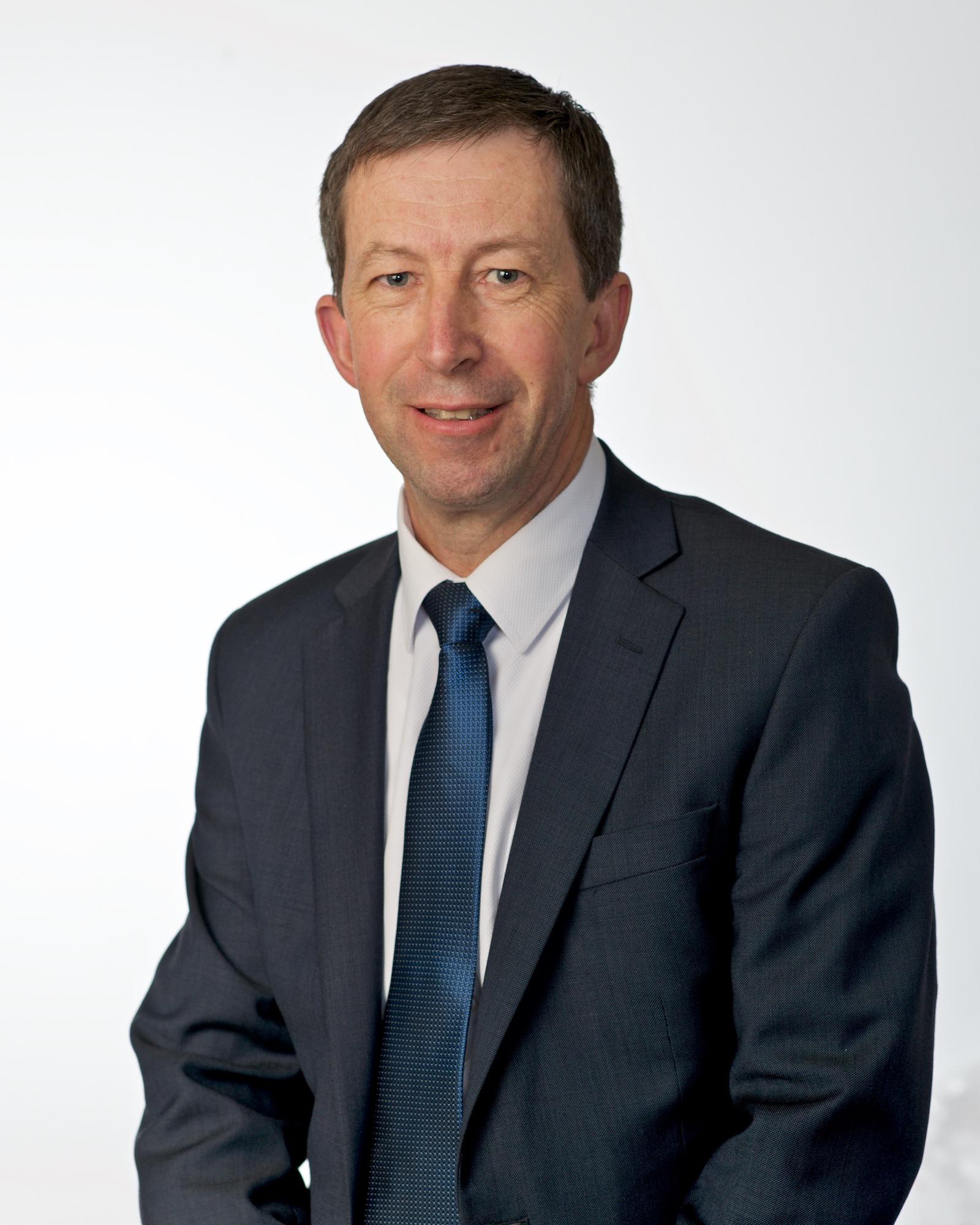 Mr Ian Hewitt